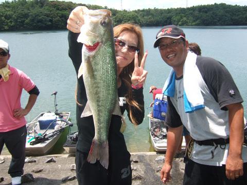 第4位はビッグフィッシュ賞の48.1cmは石松架奈子さん