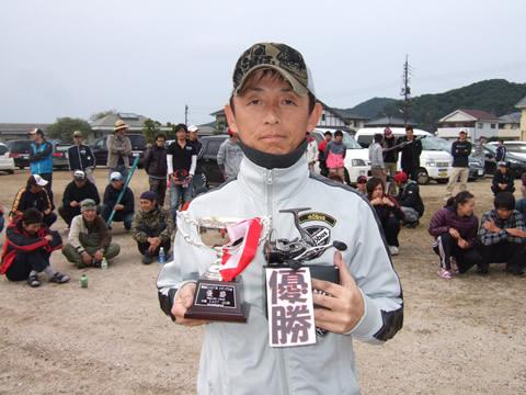第6回CAST杯エギング大会を制したのは、村岡隆一さん
