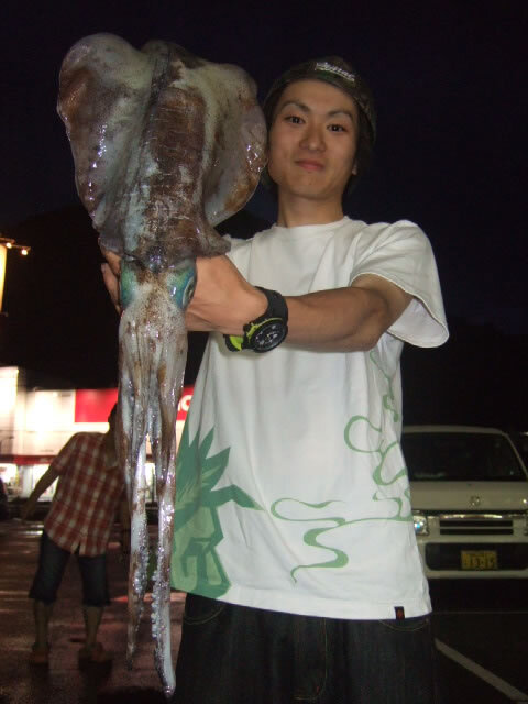 通漁港で胴長35.5cm1630gのアオリイカ